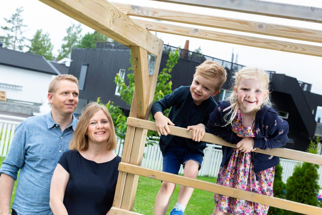 Familie i hagen